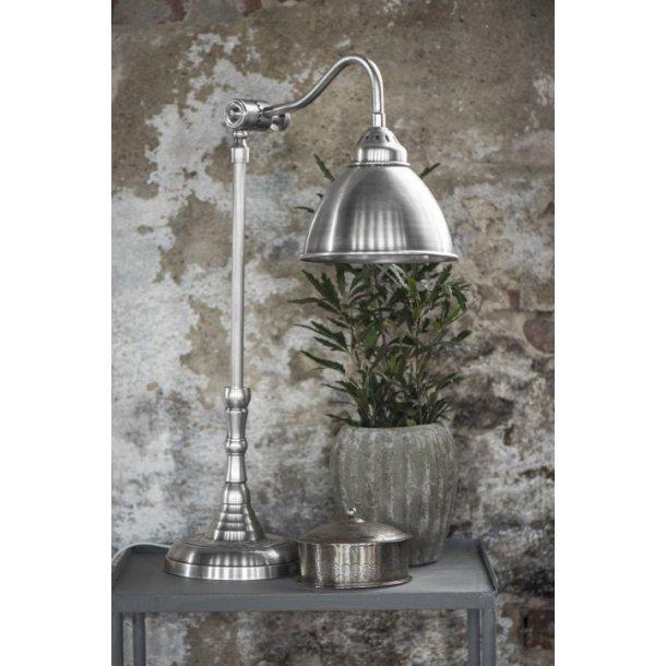 Bordlampe med metalskærm fra Ib Laursen